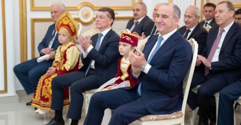 Максим Топилин и Рашид Темрезов поздравили многодетных мам с Днем матери