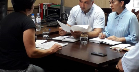 Министр провел выездной прием граждан в Карачаевском городском округе и Карачаевском муниципальном районе