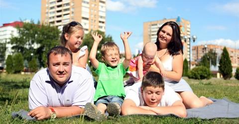 Около 850 семей в КЧР с четырьмя детьми получили региональный материнский капитал