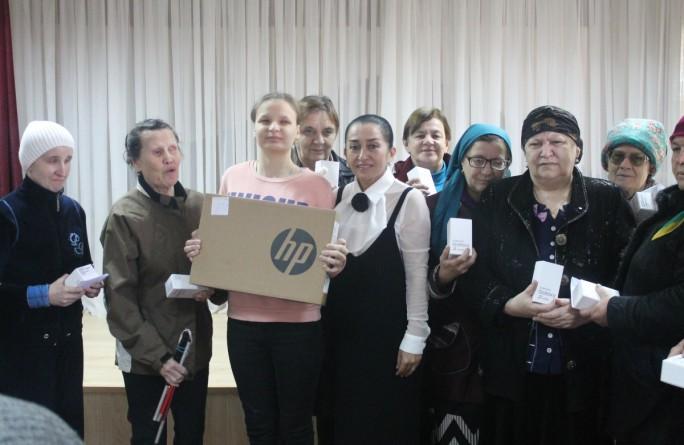 Торжественное вручение мобильных телефонов  инвалидам по зрению