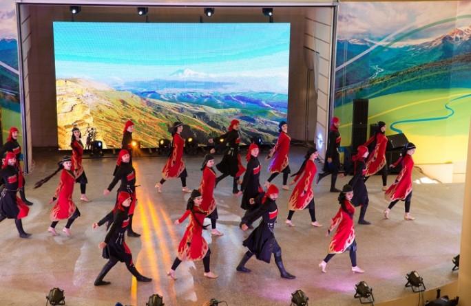 В Карачаево-Черкесии торжественно отметили День России