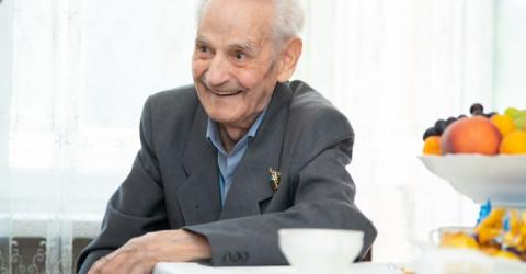 Рашид Темрезов поздравил с 106-летием ветерана Великой Отечественной войны Григория Овсиенко