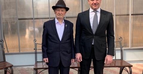 Рашид Темрезов поздравил с днем рождения председателя Совета ветеранов Малокарачаевского района Муссу Узденова