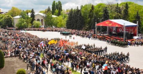 Тысячи жителей Карачаево-Черкесии отмечают 74-ую годовщину Великой Победы